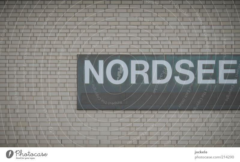 Klinck Klinck Menschenleer Fassade Stein Beton Backstein hässlich grau Nordsee Schilder & Markierungen Buchstaben Hinweisschild trist einfach Backsteinwand