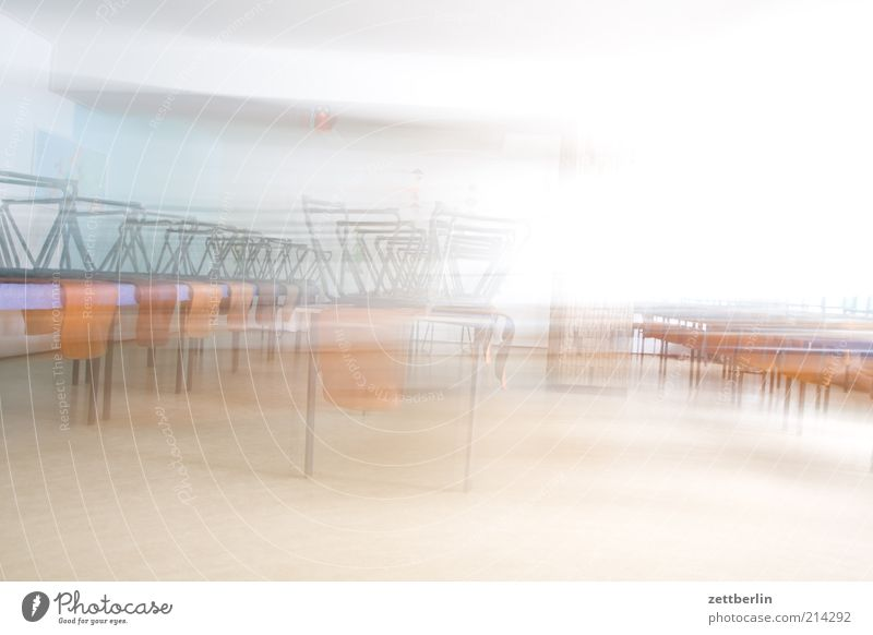 Kantine hell Raum Geschwindigkeit Tisch leer Stuhl Möbel Eile Speisesaal High Key schnelllebig