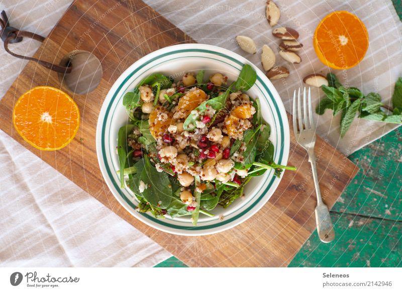 Mittagstisch Lebensmittel Salat Salatbeilage Frucht Orange Granatapfel Granatapfelkern Minze Minzeblatt Feldsalat Spinat Couscous Kichererbsen Nuss Bioprodukte