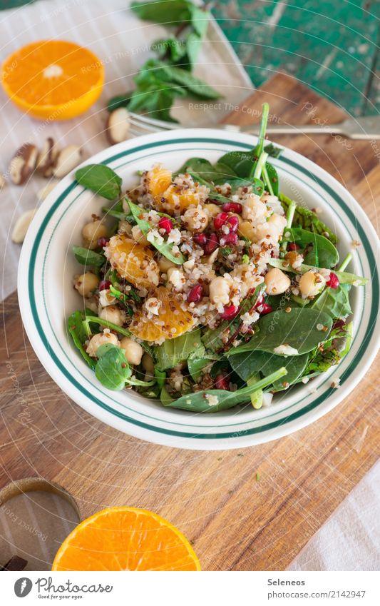 Quinoasalat Lebensmittel Gemüse Salat Salatbeilage Frucht Orange Kichererbsen Spinatblatt Feldsalat Nuss Minze Granatapfel Ernährung Essen Bioprodukte