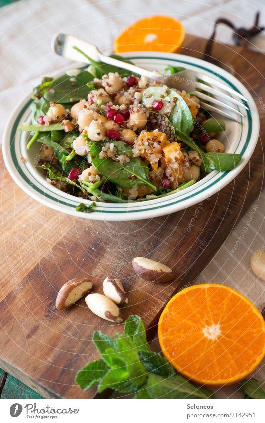 Fitnessessen Lebensmittel Gemüse Salat Salatbeilage Frucht Orange Kräuter & Gewürze Minze Kichererbsen Nuss Granatapfel Spinat Feldsalaat Ernährung Essen