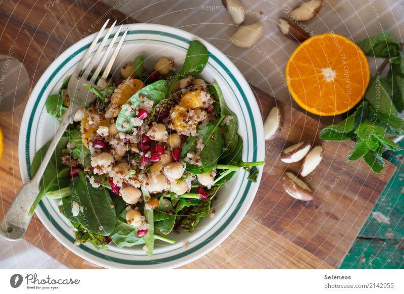 lunchtime Lebensmittel Salat Salatbeilage Frucht Orange Granatapfel Minzeblatt Feldsalat Spinat Kichererbsen Nuss Ernährung Mittagessen Bioprodukte