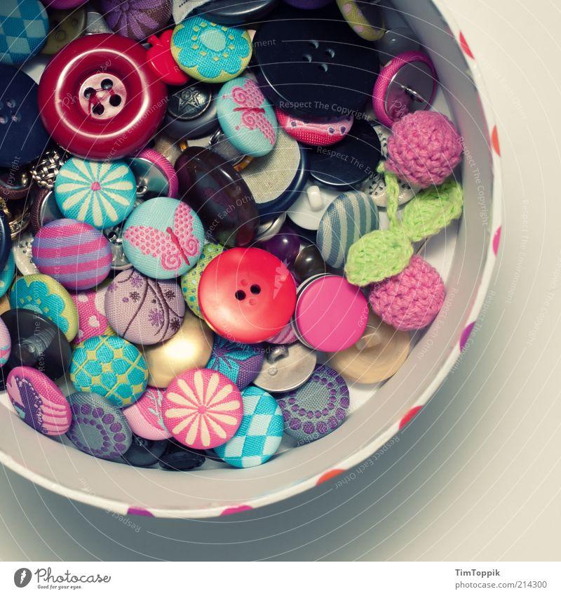 Button Box Sammlung mehrfarbig Handarbeit Knöpfe Knopfloch Muster Kasten Schachtel Behälter u. Gefäße aufbewahren Ordnung Ordnungsliebe Dekoration & Verzierung