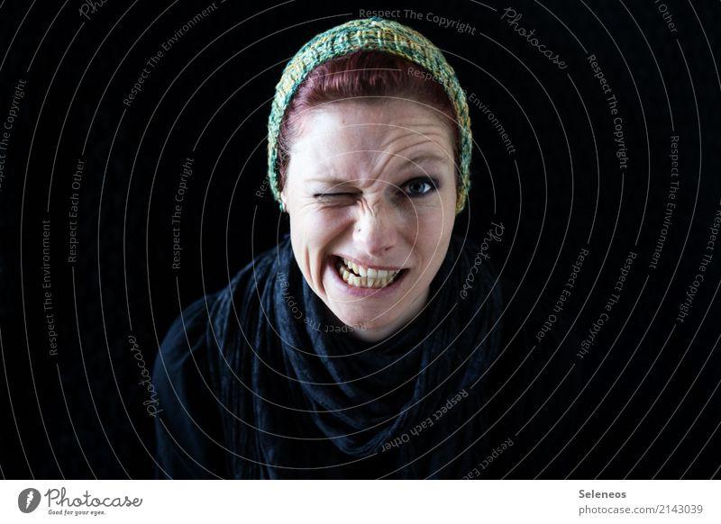 zwinker zwinker Haut Gesicht Mensch feminin Frau Erwachsene Auge Nase Mund Lippen 1 Accessoire Piercing Schal Mütze Stimmung Fröhlichkeit Lebensfreude Zwinkern