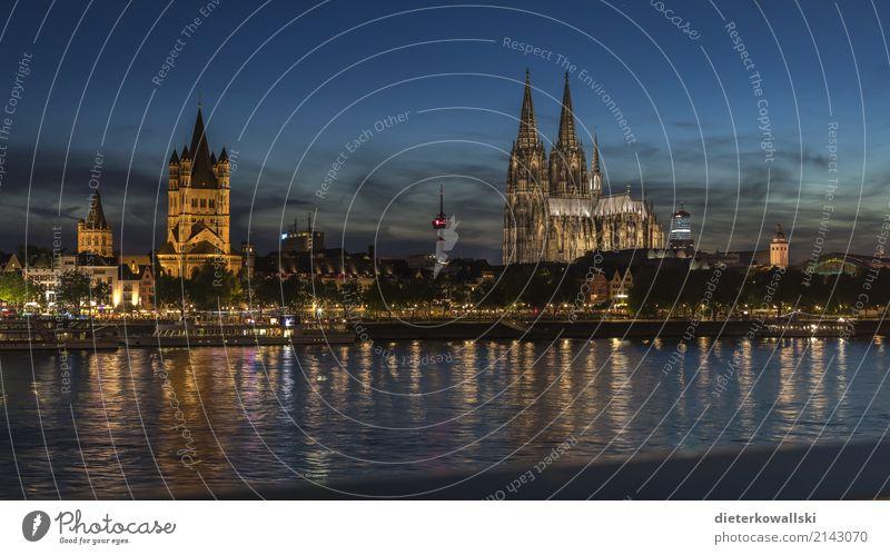 Köln bei Dämmerung Stadt schön Deutschland Fluss Sehenswürdigkeit Wahrzeichen Denkmal Altstadt Stadtzentrum Karneval Dom Heimat Rhein Kölner Dom