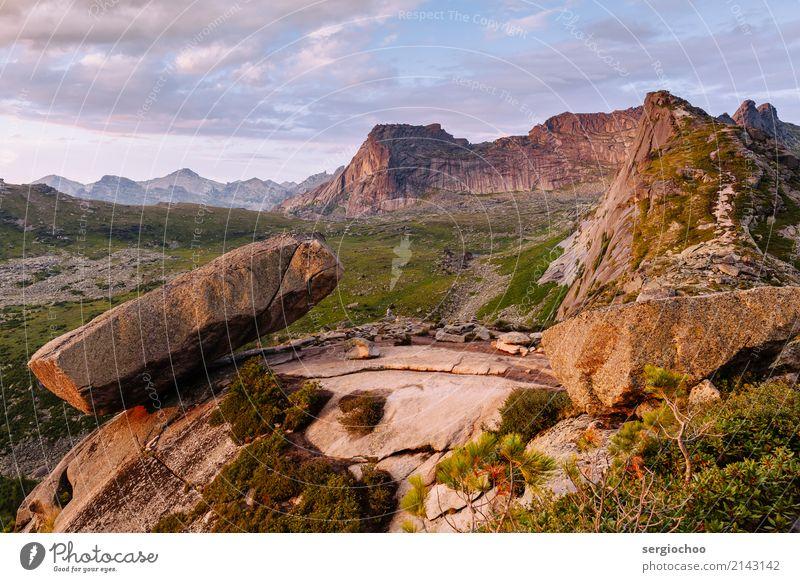 hängenden Stein Klettern Bergsteigen wandern Umwelt Natur Landschaft Wolken Sonnenaufgang Sonnenuntergang Sommer Schönes Wetter Hügel Felsen Berge u. Gebirge