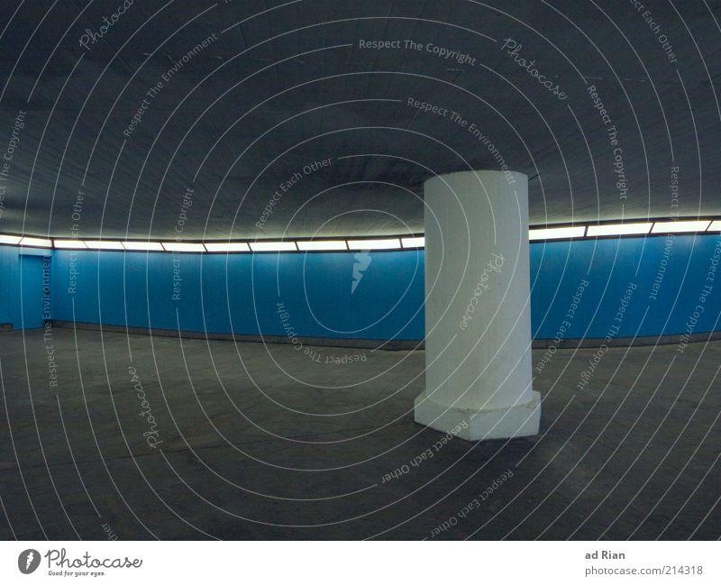 stütze Stadt grau Tür Beton Fassade leer trist Tunnel Decke Strebe Unterführung Litfaßsäule unterstützend