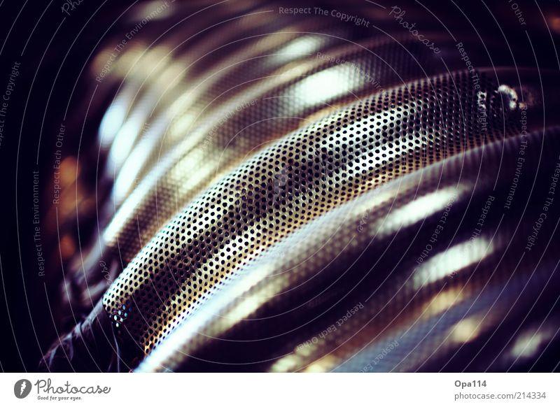 löchrig Metall dunkel fest einzigartig rund braun gold schwarz Sicherheit Schutz geheimnisvoll Farbfoto mehrfarbig Innenaufnahme Nahaufnahme Detailaufnahme