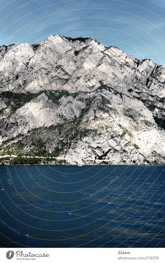 1200 beim schifferlfahren Umwelt Natur Landschaft Himmel Schönes Wetter Felsen Berge u. Gebirge Flussufer See Erholung Ferien & Urlaub & Reisen bedrohlich Ferne