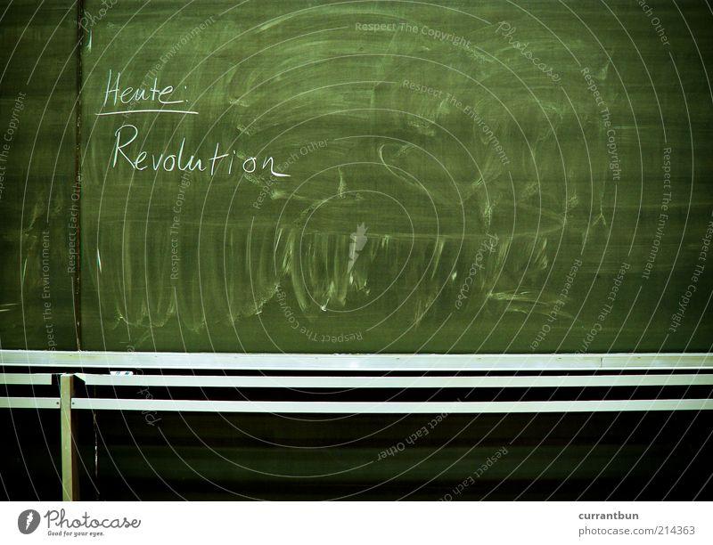 Morgen: Bingo Schriftzeichen Tafel grün Revolution Gegenwart Kreide aufruf Farbfoto Innenaufnahme Textfreiraum unten Textfreiraum Mitte Kunstlicht
