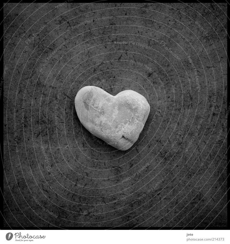 für dich Stein Herz Glück ästhetisch einzigartig Hoffnung Liebe ruhig Gefühle herzförmig grau herzlich Strukturen & Formen liegen Verliebtheit Makel Treue