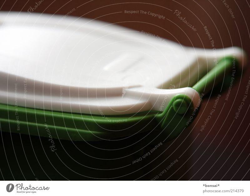 klappe zu! weiß grün Umwelt geschlossen Kunststoff Symbole & Metaphern Stillleben ökologisch nachhaltig innovativ Müllbehälter Verschlussdeckel Makroaufnahme