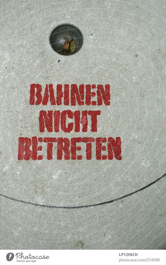 Sieben Punkte rot Freude Spielen grau Stein Freizeit & Hobby Beton Schriftzeichen Konzentration Loch Langeweile Verbote Genauigkeit Kinderspiel Gefühle betreten