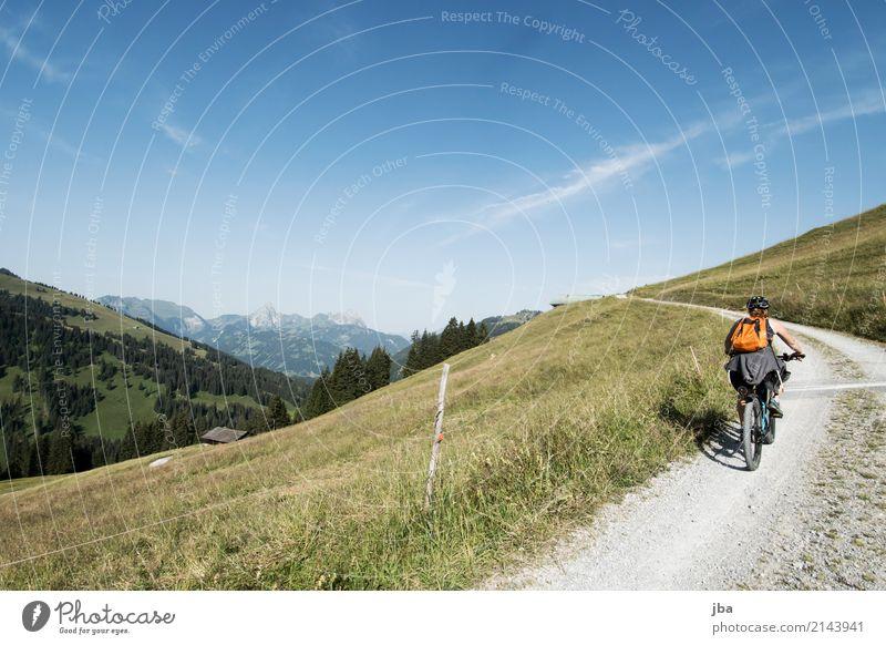 E-Bike Tour im Saanenland Himmel Natur Ferien & Urlaub & Reisen Sommer Landschaft Freude Ferne Berge u. Gebirge Leben Wiese Wege & Pfade Bewegung Sport feminin