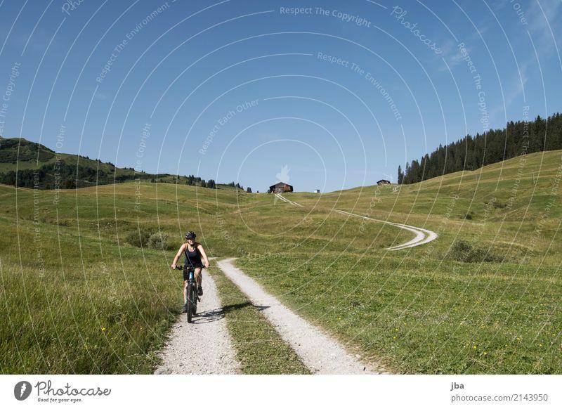 E-Bike-Tour Leben Wohlgefühl ruhig Freizeit & Hobby Ausflug Freiheit Fahrradtour Sommer Berge u. Gebirge wandern Sport Fahrradfahren Sportstätten feminin