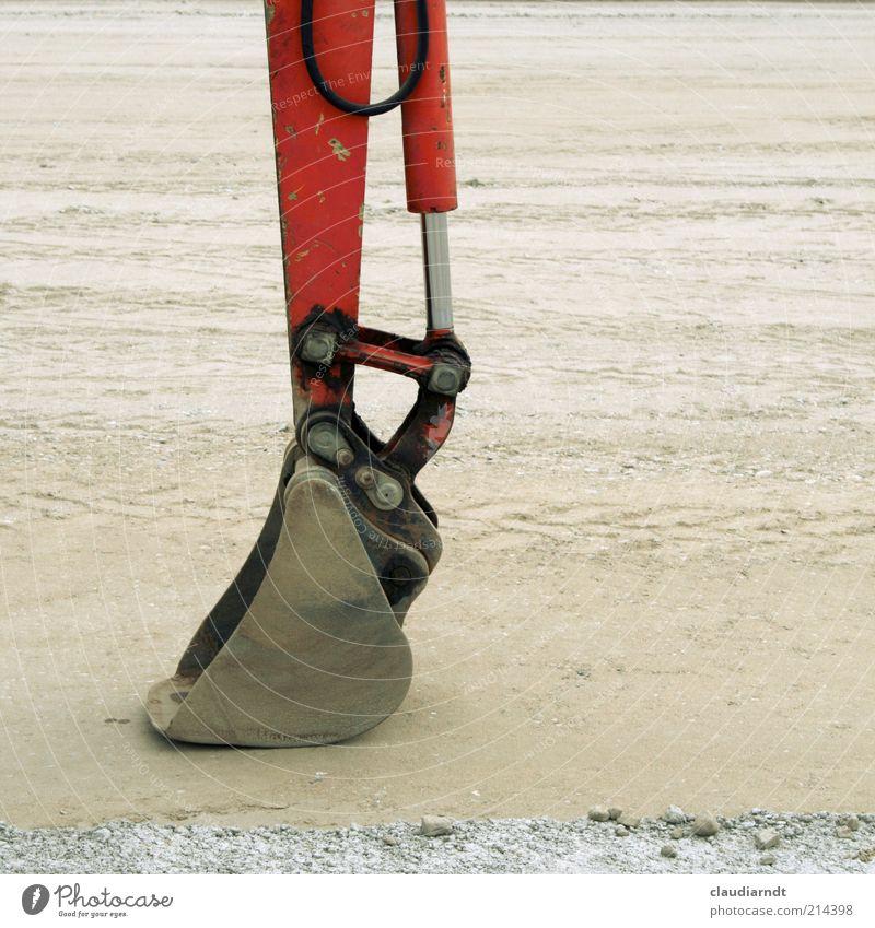 Baggerpause rot Arbeit & Erwerbstätigkeit Sand Metall dreckig Pause Beruf Maschine bauen stagnierend Bagger Schaufel Bauschutt Detailaufnahme Feierabend Reifenspuren