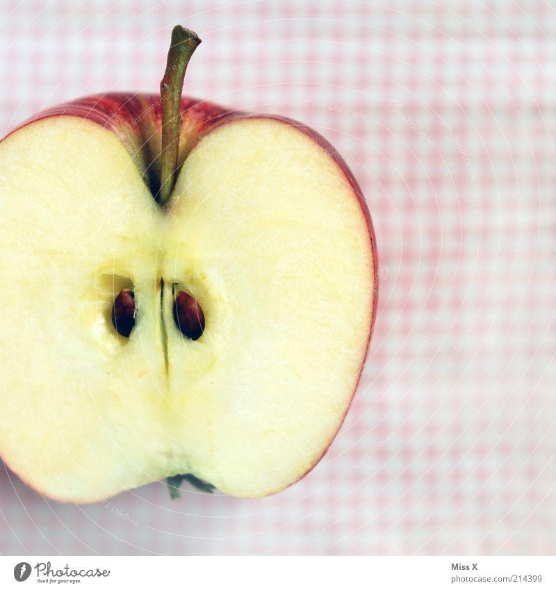 Apfel rot Gesundheit Frucht Lebensmittel frisch Ernährung süß genießen Stengel lecker reif Bioprodukte kariert Diät saftig