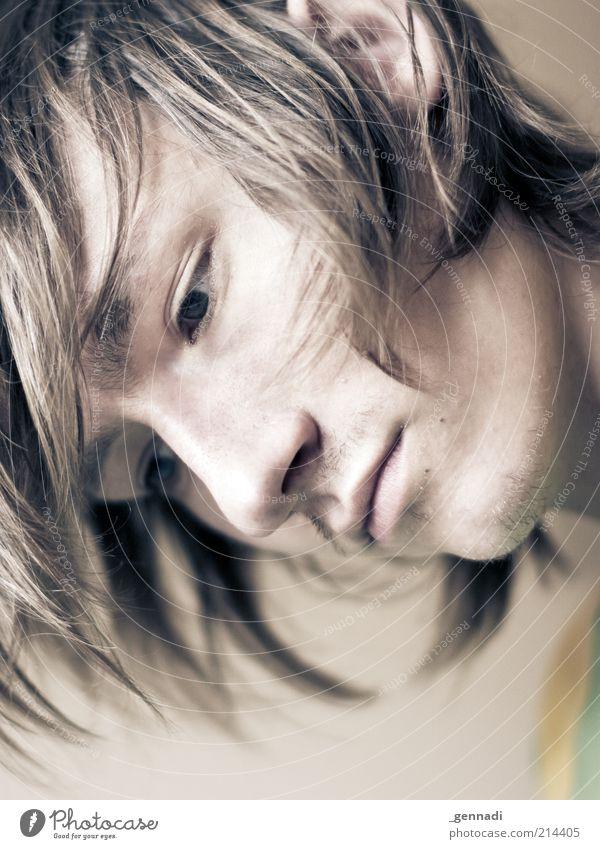 Du hast die Haare schön Mensch Jugendliche schön Gesicht Auge Gefühle träumen Haare & Frisuren Kopf Traurigkeit Denken Mund blond Erwachsene Nase