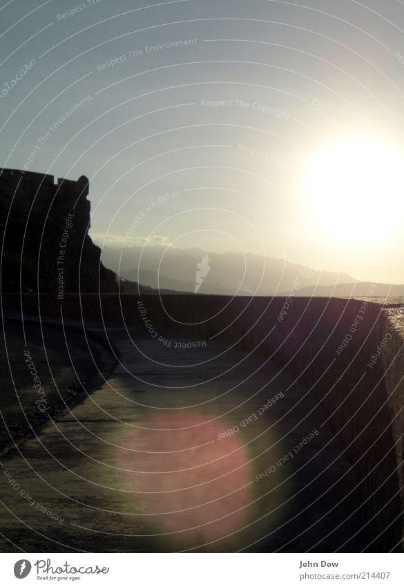 Sommersonne Himmel Sonne Sommer Ferien & Urlaub & Reisen ruhig Straße Erholung Wand Berge u. Gebirge Wege & Pfade Stein Wärme Mauer Felsen Romantik Hügel