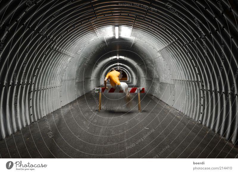 ... nOchmal ... Leben Freizeit & Hobby Fitness Sport-Training Sportler Sportstätten maskulin Mann Erwachsene 1 Mensch Tunnel Bewegung springen sportlich dunkel