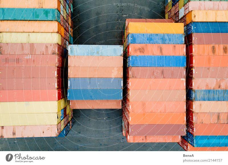 Bunte Fracht Container in einem Waren Lager Business Verkehr Wachstum Erfolg Perspektive Industrie Güterverkehr & Logistik Wirtschaft Handel Lastwagen verkaufen