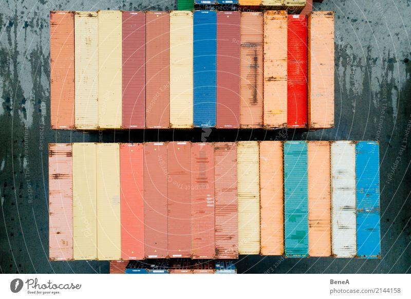 Bunte Fracht Container in einem Waren Lager Business Verkehr Ordnung Perspektive Industrie planen Güterverkehr & Logistik Hafen Fabrik Wirtschaft Arbeitsplatz