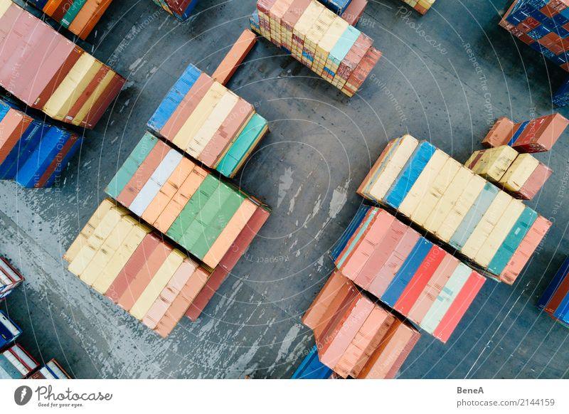 Bunte Fracht Container in einem Waren Lager Business Verkehr Wachstum Perspektive Industrie planen Geld Güterverkehr & Logistik Fabrik Wirtschaft Arbeitsplatz