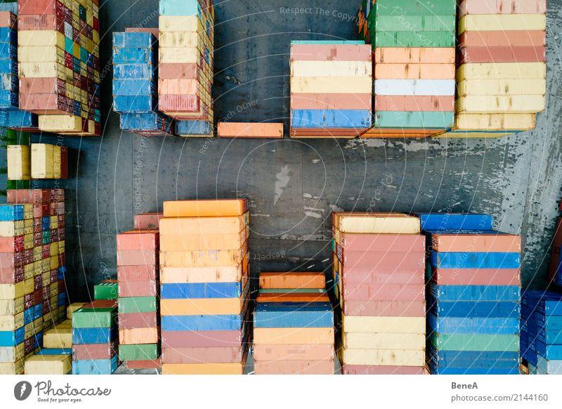 Bunte Fracht Container in einem Waren Lager Baustelle Fabrik Wirtschaft Industrie Handel Güterverkehr & Logistik Business Unternehmen Technik & Technologie