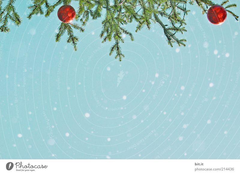 Schneeflöckchen... (I) Himmel Winter Eis Frost Schneefall hängen Kitsch verrückt blau rot Weihnachten & Advent Weihnachtsbaum Weihnachtsdekoration Kugel