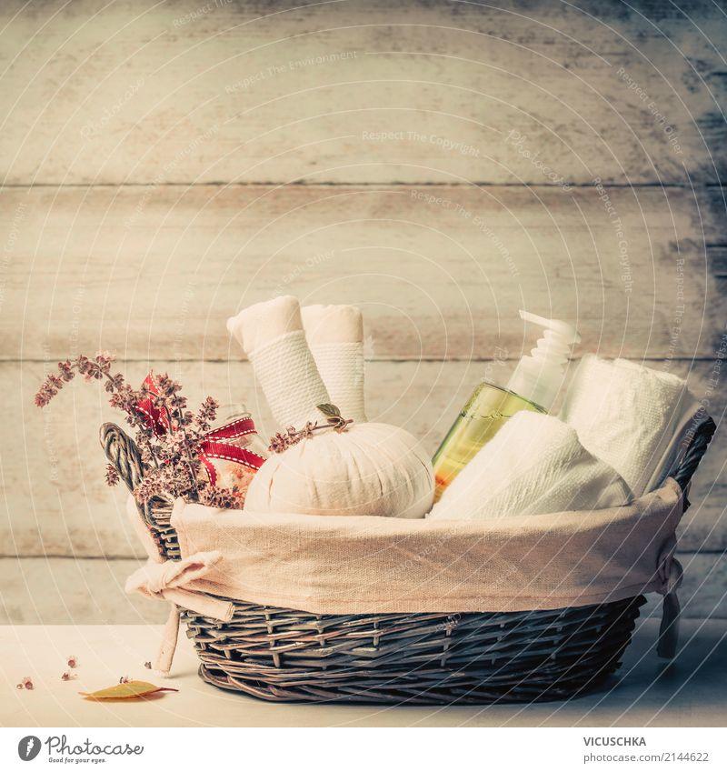 Massage oder Sauna Korb mit Käuter und Zubehör Lifestyle Stil Design Körperpflege Gesundheit Wellness Erholung Duft Spa Wohnzimmer aromatisch Hintergrundbild