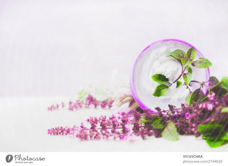 Hautpflegecreme mit lila Kräutern Natur Pflanze schön Blume Lifestyle Gesundheit Stil Design Körperpflege Kosmetik Creme Spa Drogerie