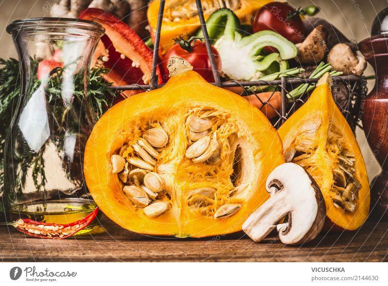 Halbkürbis mit Samen und anderen vegetarischen Zutaten Lebensmittel Gemüse Suppe Eintopf Kräuter & Gewürze Ernährung Abendessen Bioprodukte