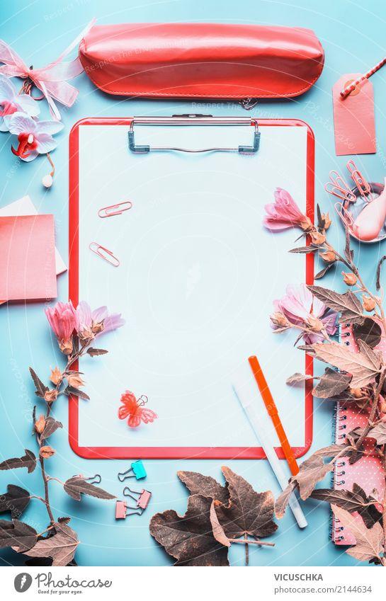 Klemmbrett mit Schreibzubehör und Blumen Hintergrundbild feminin Stil Business Schule Arbeit & Erwerbstätigkeit Design Büro lernen Papier Studium Bildung