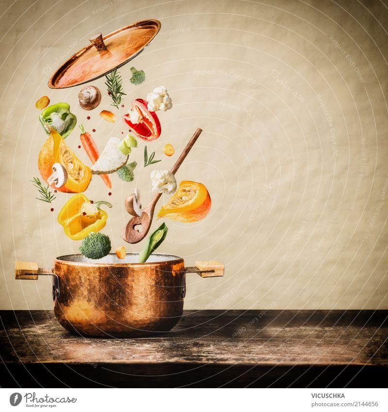 Kochtopf mit fliegenden gehackten Gemüse Zutaten Gesunde Ernährung Leben Stil Lebensmittel Design Tisch Kräuter & Gewürze Küche Restaurant Bioprodukte Geschirr