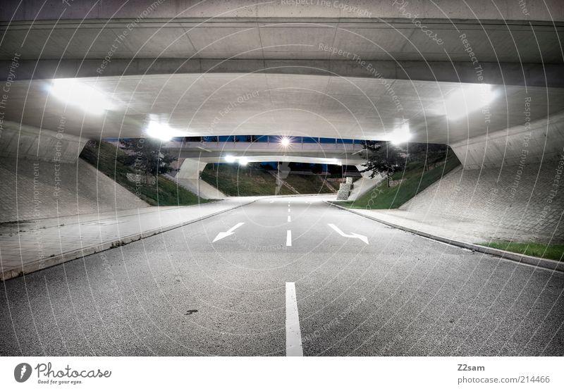tunnelblick ruhig Straße dunkel kalt grau Wege & Pfade Architektur glänzend Schilder & Markierungen Brücke modern ästhetisch trist Pfeil unten