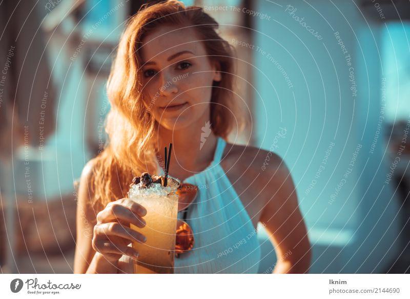 summer drink schön Wellness Leben Zufriedenheit Erholung Sommer Sommerurlaub Sonne feminin Junge Frau Jugendliche 1 Mensch 18-30 Jahre Erwachsene elegant frisch