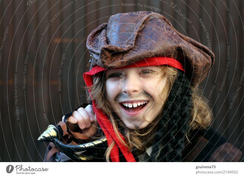 Pirate fun Freude Feste & Feiern Karneval Kind Junge Kindheit 1 Mensch 8-13 Jahre Schauspieler Säbel Hut Kopftuch Piratenkostüm blond langhaarig Locken Bart