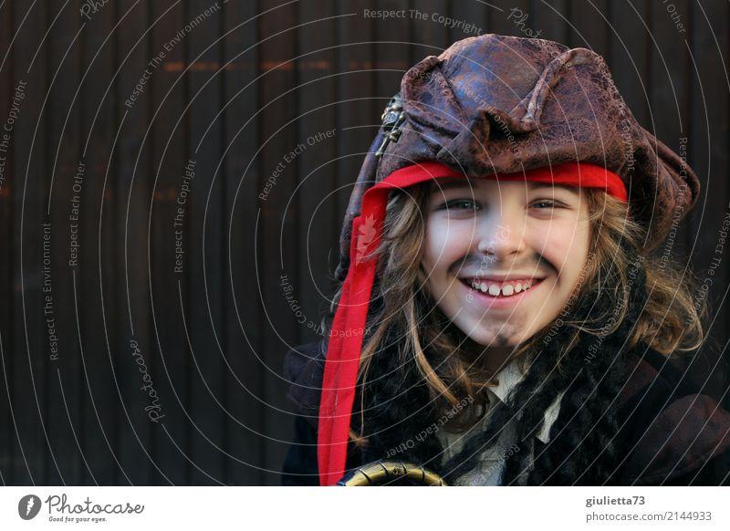 I love you, my pirate Mensch Kind Freude lachen Junge Spielen Glück braun Kindheit blond Lächeln Fröhlichkeit 8-13 Jahre Karneval Hut Bart