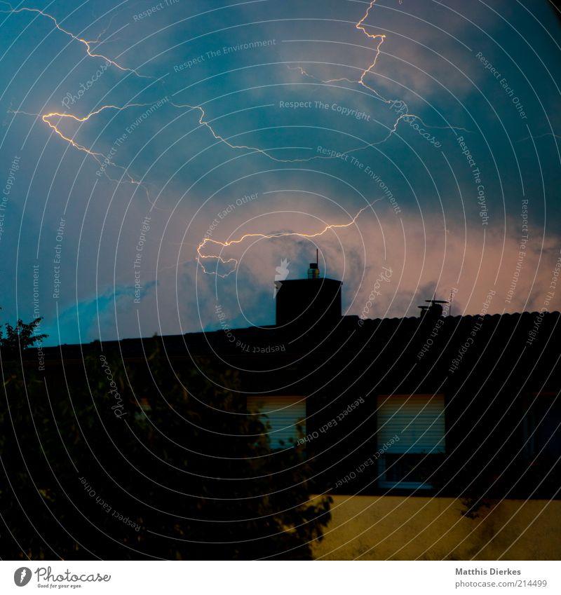 Gewitter Klima Klimawandel Wetter schlechtes Wetter Unwetter Wind Sturm Blitze ästhetisch bedrohlich dunkel fantastisch Unendlichkeit gruselig Gewitterwolken