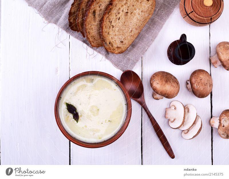 Sahne-Pilz-Suppe weiß Holz braun Frucht frisch Gemüse dick Brot Teller Abendessen Scheibe Diät Löffel Ton