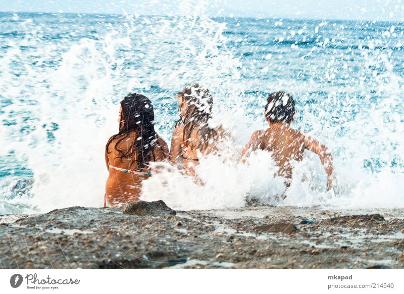 Jugendliche Mädchen Sommer Strand Ferien & Urlaub & Reisen Junge Freiheit Freundschaft Wellen Rücken Tourismus Kind Wohlgefühl Griechenland Sommerurlaub