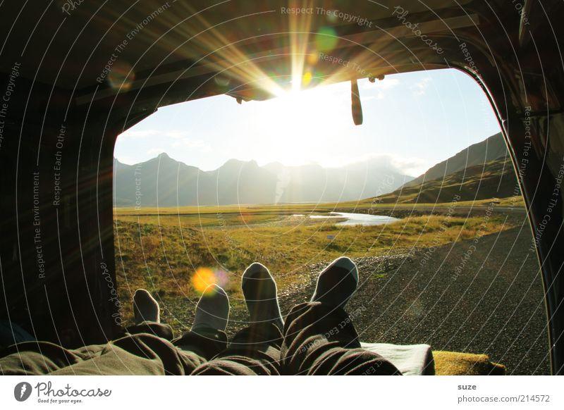 Kopp in Nacken ... Mensch Natur Ferien & Urlaub & Reisen Sonne ruhig Landschaft Erholung Umwelt Berge u. Gebirge Beine Paar Fuß PKW Wetter Tourismus leuchten