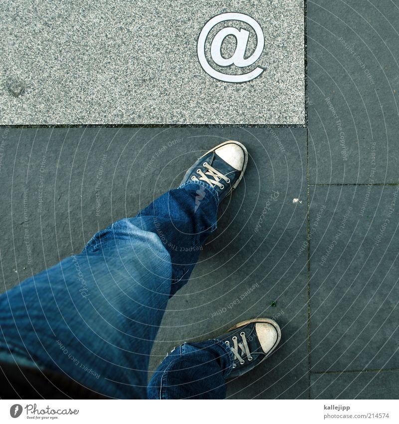 bei mir Mensch Stil Fuß Beine Design Lifestyle Internet modern Netzwerk Jeanshose Technik & Technologie Kommunizieren Schriftzeichen Telekommunikation Werbung