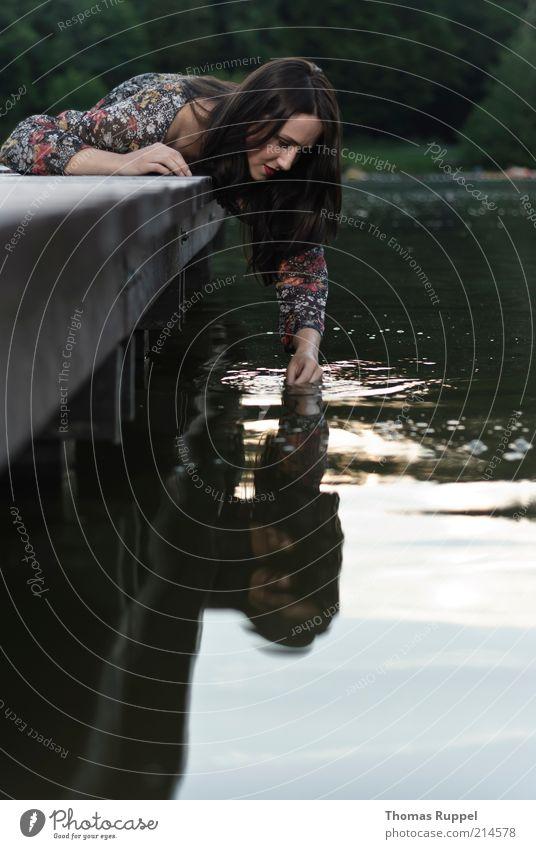 K..... Frau Mensch Natur Jugendliche Wasser schön Sommer Ferien & Urlaub & Reisen feminin Spielen träumen Zufriedenheit Wellen Erwachsene nass