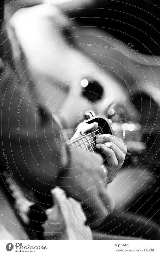 beat the strings Mensch Hand weiß schwarz Spielen Gefühle Bewegung Musik Stimmung Freizeit & Hobby glänzend natürlich Finger retro Romantik Unendlichkeit