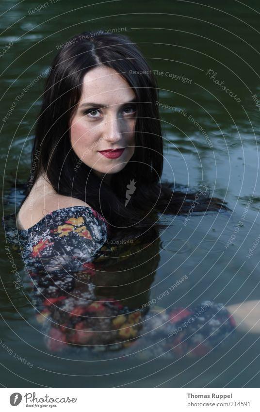 K...... Frau Mensch Natur Jugendliche Wasser schön Sommer ruhig feminin See Stimmung Erwachsene elegant nass Freizeit & Hobby