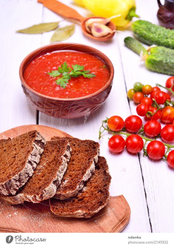 Geschnittenes Roggenbrot auf einem Küchenbrett Gemüse Brot Suppe Eintopf Kräuter & Gewürze Ernährung Mittagessen Abendessen Vegetarische Ernährung Diät Teller