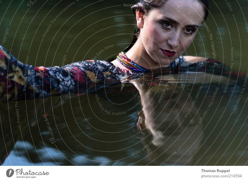 K........ Frau Mensch Natur Jugendliche Wasser schön Sommer feminin See Zufriedenheit Erwachsene nass Lifestyle Kleid Freizeit & Hobby