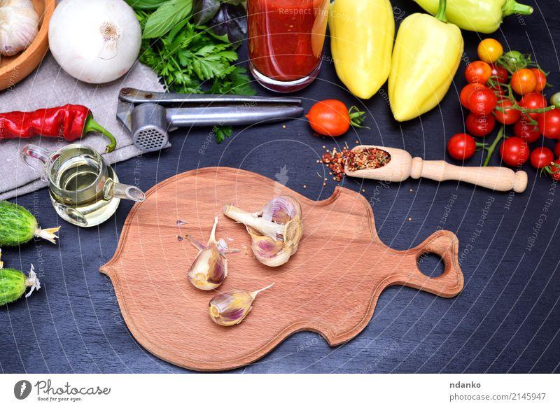 Frisches Gemüse für Salat Kräuter & Gewürze Vegetarische Ernährung Diät Saft Glas Küche Holz frisch grün rot schwarz Tomate Kirsche Paprika Hintergrund Zutaten