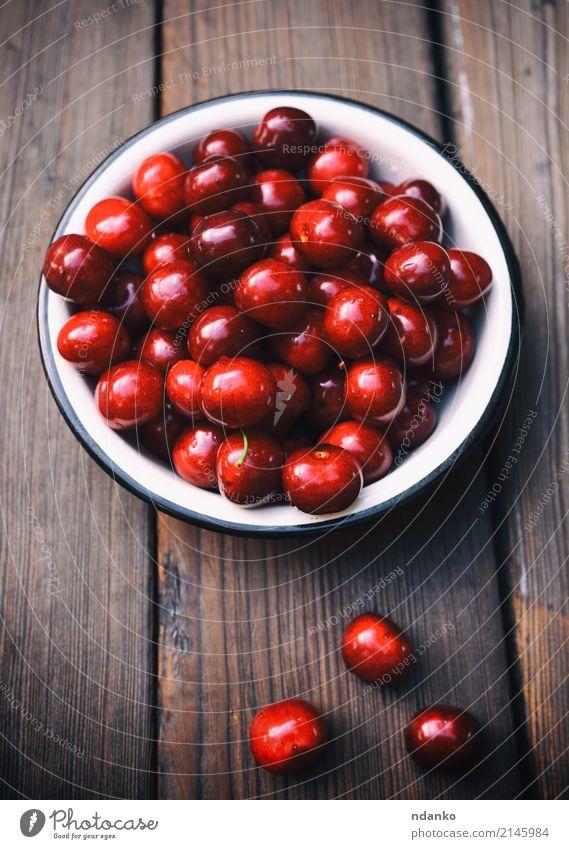 Reife rote Kirsche Frucht Dessert Essen Vegetarische Ernährung Saft Teller Sommer Garten Tisch Holz frisch natürlich oben retro saftig Hintergrund Beeren